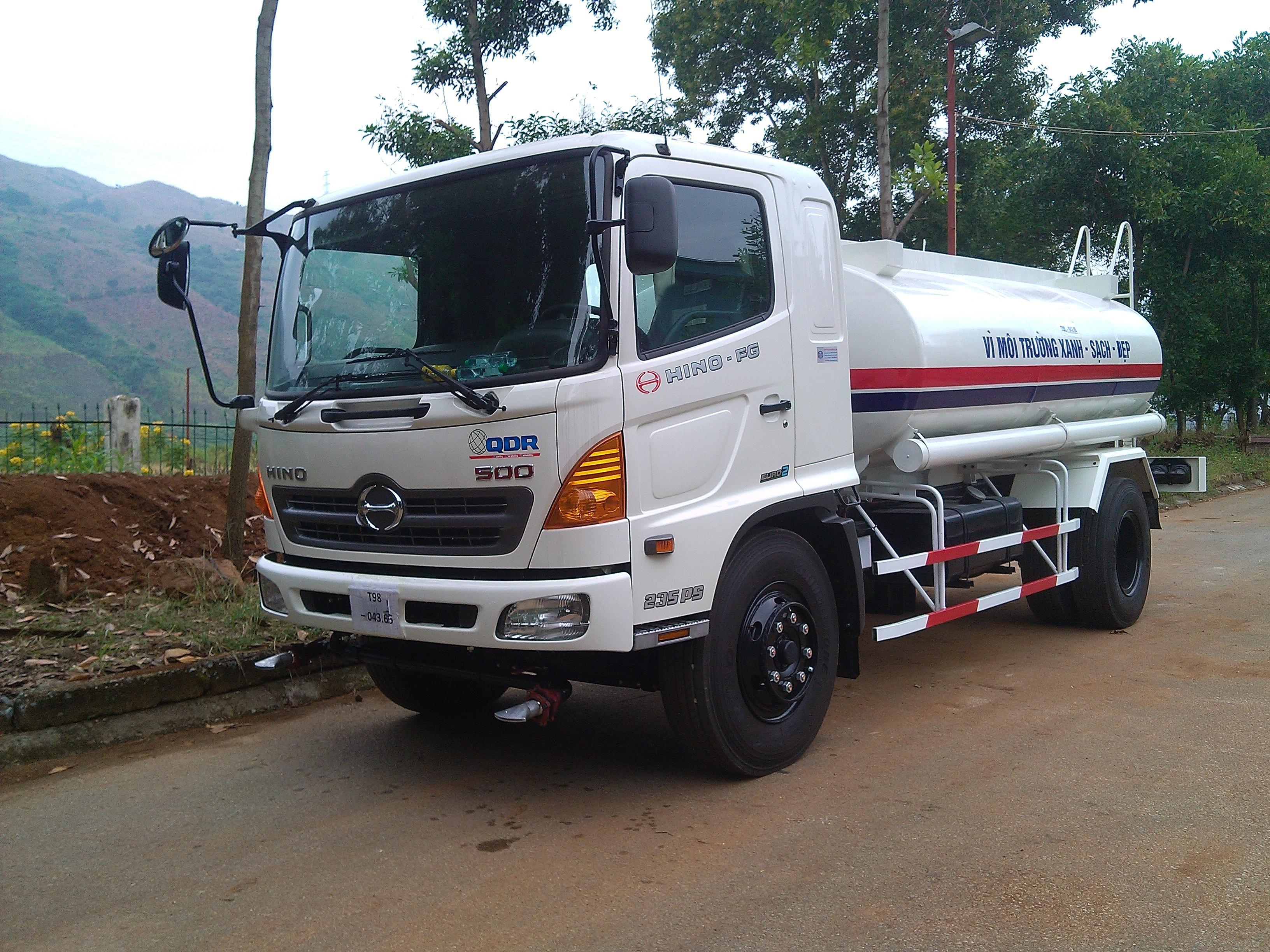 Xe Phun Nước Rửa Đường – Hino FG 8 M3