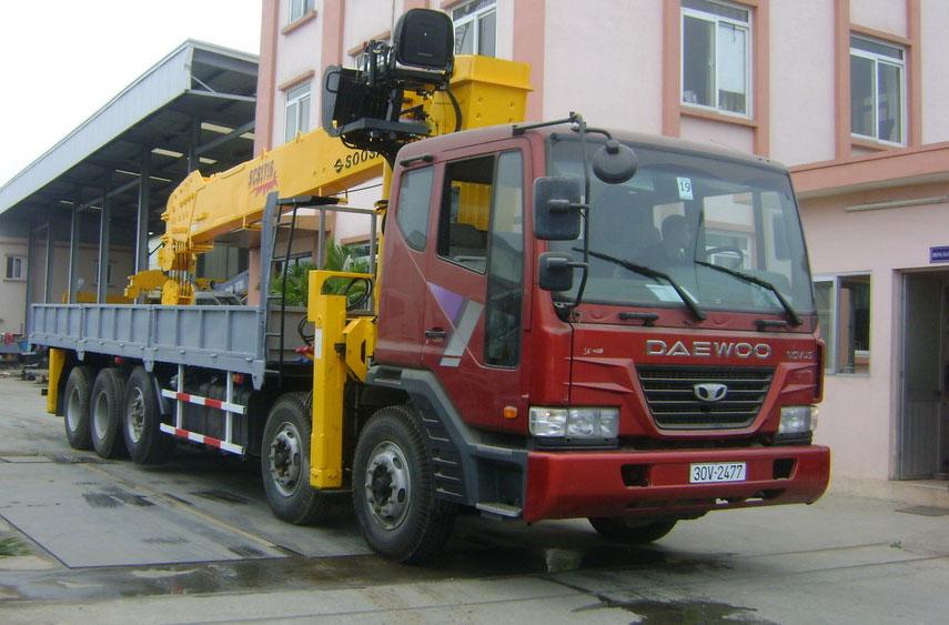 Xe Deawoo gắn cẩu tự hành 15 tấn